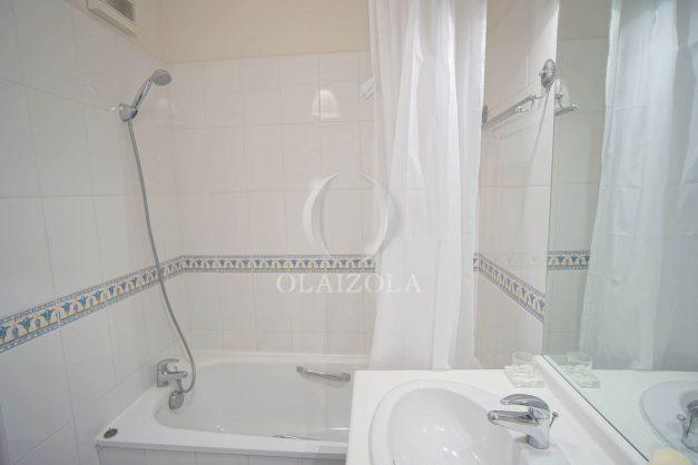 location-vacances-bidart-appartement-vue-montagne-grande-terrasse-proche-plage-parking-2-chambres-plein-sud-023