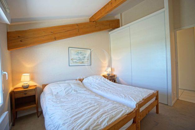 location-vacances-bidart-appartement-vue-montagne-grande-terrasse-proche-plage-parking-2-chambres-plein-sud-024