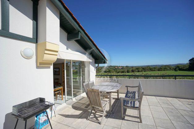 location-vacances-bidart-appartement-vue-montagne-grande-terrasse-proche-plage-parking-2-chambres-plein-sud-026