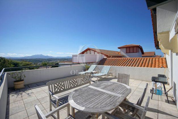location-vacances-bidart-appartement-vue-montagne-grande-terrasse-proche-plage-parking-2-chambres-plein-sud-027
