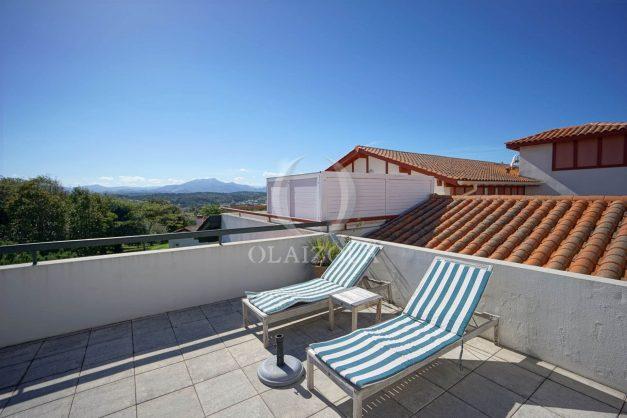 location-vacances-bidart-appartement-vue-montagne-grande-terrasse-proche-plage-parking-2-chambres-plein-sud-028