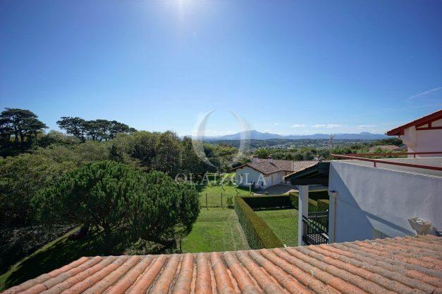 location-vacances-bidart-appartement-vue-montagne-grande-terrasse-proche-plage-parking-2-chambres-plein-sud-029
