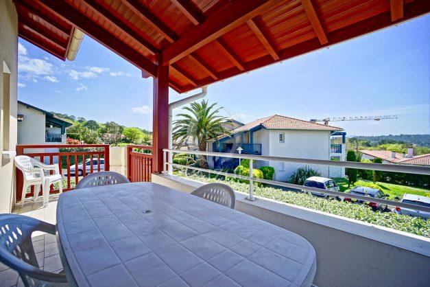 location-vacances-T2-1er-etage-terrasse-piscine-parking-Biarritz-ilbarritz-milady-plage-a-pied-paradis-bleu001