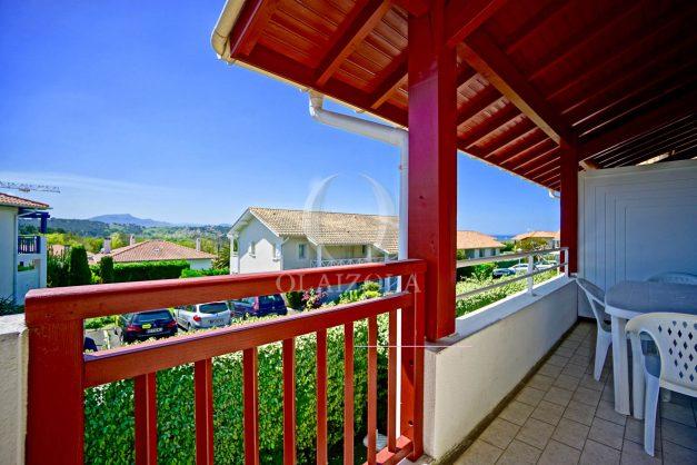 location-vacances-T2-1er-etage-terrasse-piscine-parking-Biarritz-ilbarritz-milady-plage-a-pied-paradis-bleu005