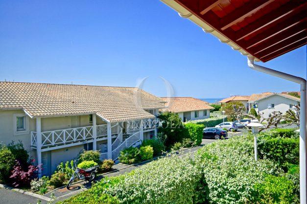 location-vacances-T2-1er-etage-terrasse-piscine-parking-Biarritz-ilbarritz-milady-plage-a-pied-paradis-bleu006
