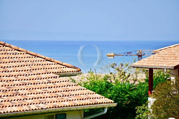 location-vacances-T2-1er-etage-terrasse-piscine-parking-Biarritz-ilbarritz-milady-plage-a-pied-paradis-bleu008