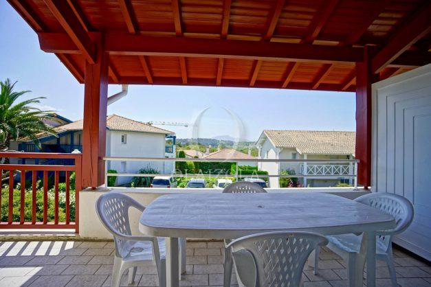 location-vacances-T2-1er-etage-terrasse-piscine-parking-Biarritz-ilbarritz-milady-plage-a-pied-paradis-bleu009