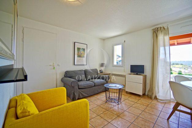 location-vacances-T2-1er-etage-terrasse-piscine-parking-Biarritz-ilbarritz-milady-plage-a-pied-paradis-bleu010