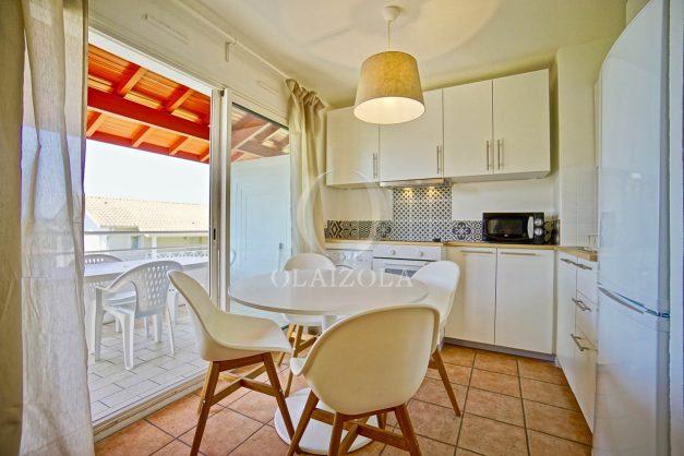 location-vacances-T2-1er-etage-terrasse-piscine-parking-Biarritz-ilbarritz-milady-plage-a-pied-paradis-bleu011