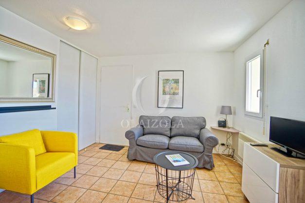 location-vacances-T2-1er-etage-terrasse-piscine-parking-Biarritz-ilbarritz-milady-plage-a-pied-paradis-bleu015