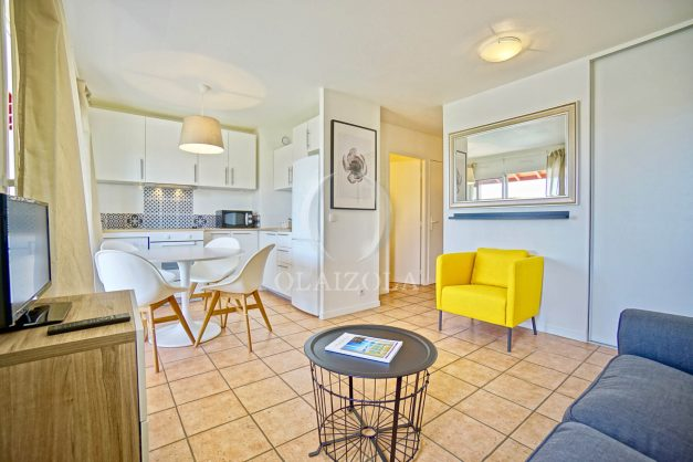 location-vacances-T2-1er-etage-terrasse-piscine-parking-Biarritz-ilbarritz-milady-plage-a-pied-paradis-bleu016
