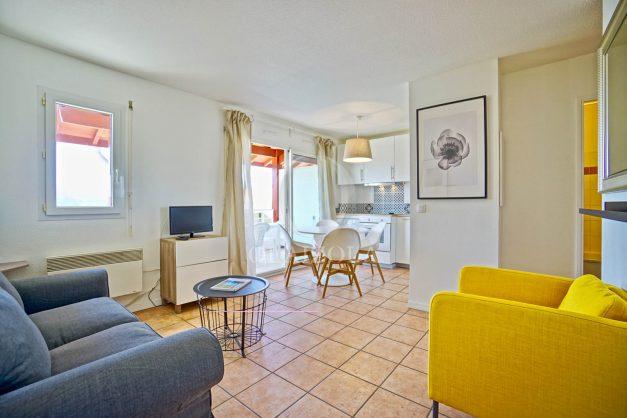 location-vacances-T2-1er-etage-terrasse-piscine-parking-Biarritz-ilbarritz-milady-plage-a-pied-paradis-bleu017