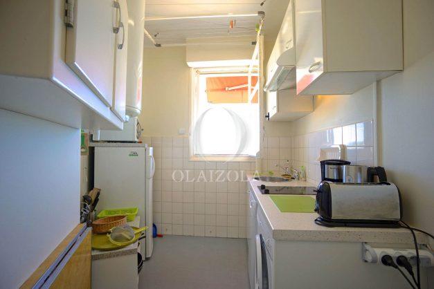 location-vacances-saint-jean-de-luz-appartement-vue-mer-terrasse-trois-couronnes-parking-libre-grande-plage-a-pied-010