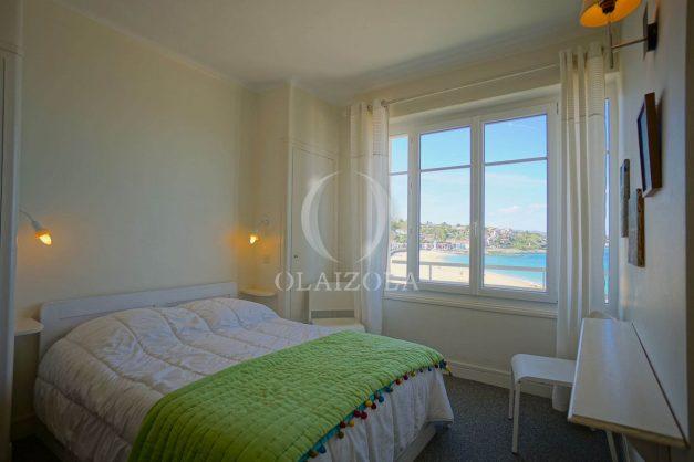 location-vacances-saint-jean-de-luz-appartement-vue-mer-terrasse-trois-couronnes-parking-libre-grande-plage-a-pied-013