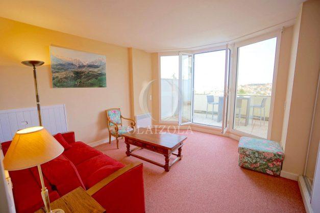 location-vacances-T4-Bidart-ilbarritz-roseraie-vue-mer-plage-parking-piscine-terrasse-balcon-ensoleillee-018