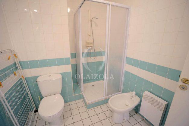 location-vacances-T4-Bidart-ilbarritz-roseraie-vue-mer-plage-parking-piscine-terrasse-balcon-ensoleillee-030