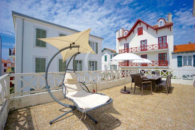 location-vacances-biarritz-appartement-plein-centre-ville-parking-proche-halles-plages-a-pied-001