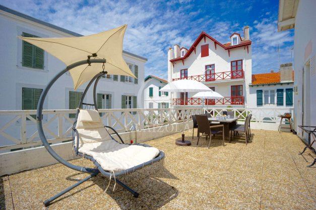 location-vacances-biarritz-appartement-plein-centre-ville-parking-proche-halles-plages-a-pied-002