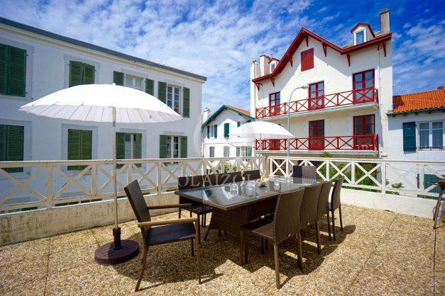 location-vacances-biarritz-appartement-plein-centre-ville-parking-proche-halles-plages-a-pied-003