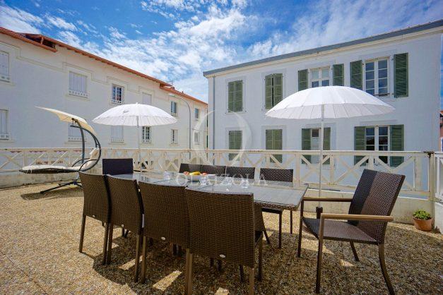 location-vacances-biarritz-appartement-plein-centre-ville-parking-proche-halles-plages-a-pied-004