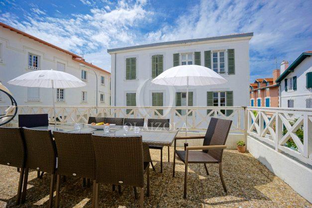location-vacances-biarritz-appartement-plein-centre-ville-parking-proche-halles-plages-a-pied-005