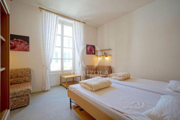 location-vacances-biarritz-appartement-plein-centre-ville-parking-proche-halles-plages-a-pied-023
