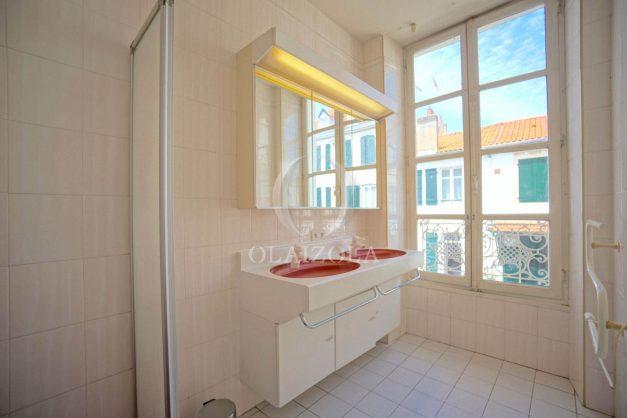 location-vacances-biarritz-appartement-plein-centre-ville-parking-proche-halles-plages-a-pied-028
