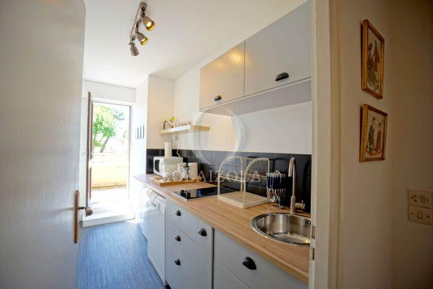 location-vacances-biarritz-appartement-residence-chateau-d-arcadie-proche-centre-ville-plage-alles-garage-terrasse-plein-sud-007