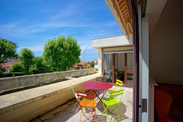 location-vacances-biarritz-appartement-residence-chateau-d-arcadie-proche-centre-ville-plage-alles-garage-terrasse-plein-sud-016