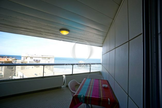 location-vacances-biarritz-studio-vue-mer-miramar-plage-centre-ville-terrasse-plage-a-pied-002