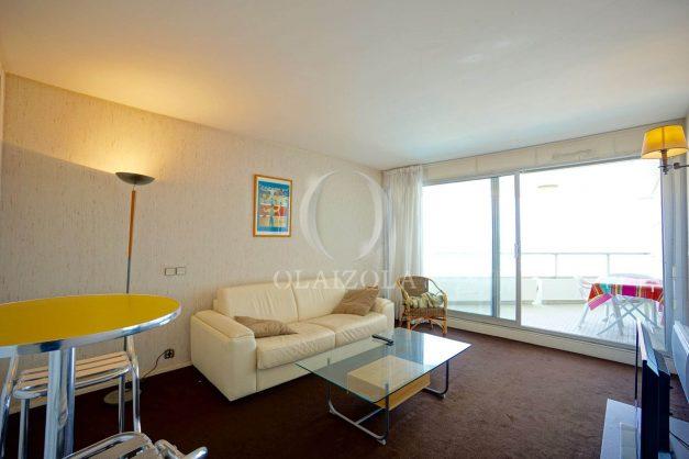 location-vacances-biarritz-studio-vue-mer-miramar-plage-centre-ville-terrasse-plage-a-pied-004