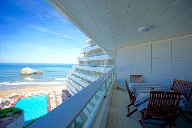 location-vacances-biarritz-studio-vue-mer-miramar-terrasse-centre-ville-plage-a-pied-002