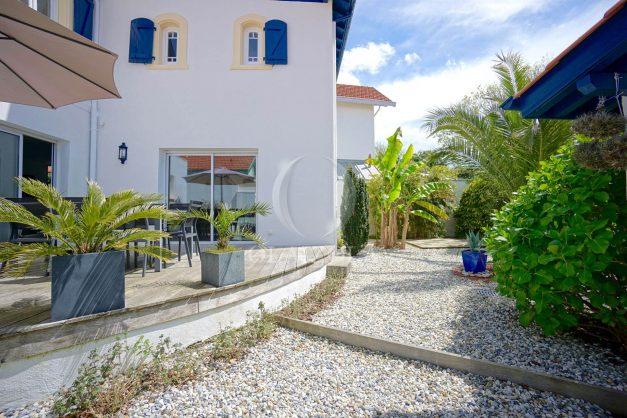 location-vacances-biarritz-villa-proche-plage-terrasse-parking-phare-golf-limite-anglet-plein-sud-009