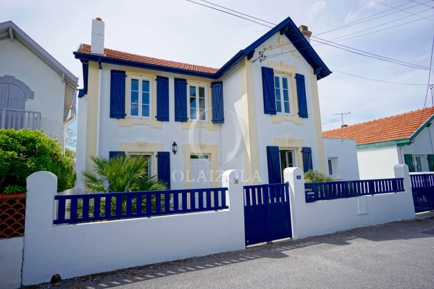 location-vacances-biarritz-villa-proche-plage-terrasse-parking-phare-golf-limite-anglet-plein-sud-043