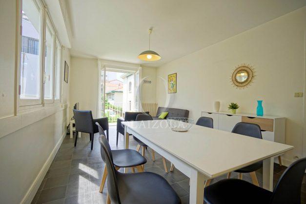 location-vacances-biarritz-appartement-2-chambres-parking-port-vieux-balcon-proche-plage-3