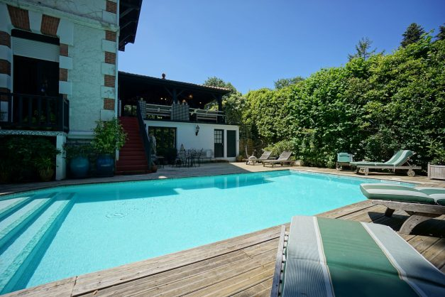 location-vacances-biarritz-villa-chateau-piscine-parc-d-hiver-parking-jardin-terasse-004