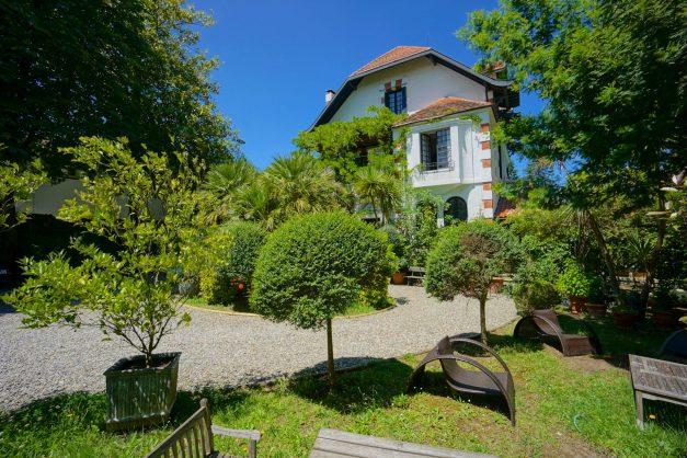 location-vacances-biarritz-villa-chateau-piscine-parc-d-hiver-parking-jardin-terasse-024
