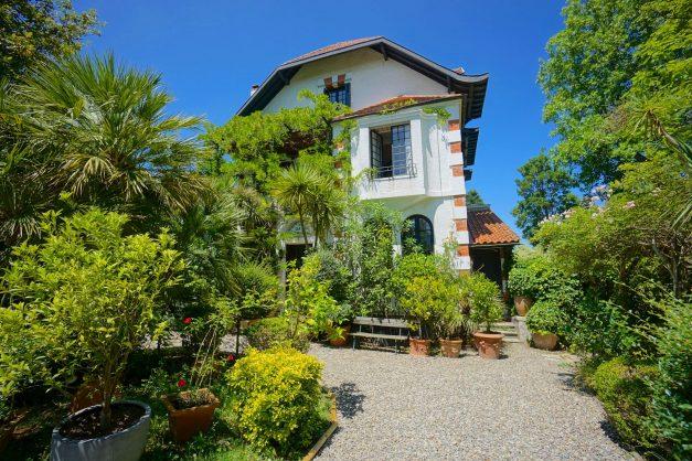 location-vacances-biarritz-villa-chateau-piscine-parc-d-hiver-parking-jardin-terasse-026