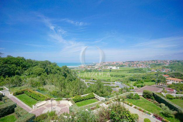 ocation-vacances-bidart-T2-roseraie-piscine-parking-plages-ilbarritz-vue-mer-002
