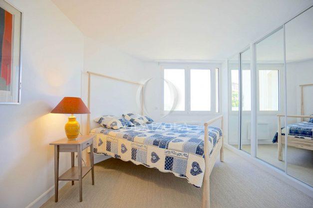 ocation-vacances-bidart-T2-roseraie-piscine-parking-plages-ilbarritz-vue-mer-014