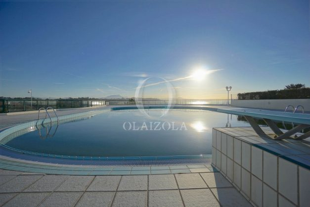 ocation-vacances-bidart-T2-roseraie-piscine-parking-plages-ilbarritz-vue-mer-024