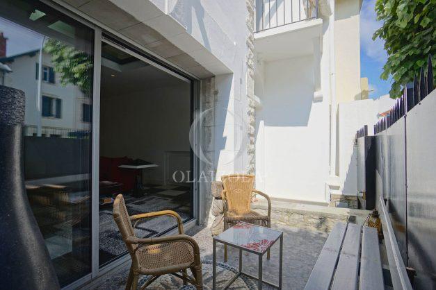 location-vacance-biarritz-centre-ville-renove-balcon-terrasse-plage-a-pied-jardin-public-ensoleillee-003
