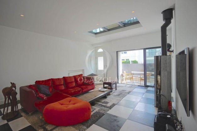 location-vacance-biarritz-centre-ville-renove-balcon-terrasse-plage-a-pied-jardin-public-ensoleillee-005