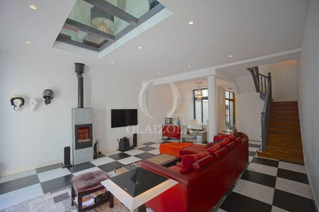 location-vacance-biarritz-centre-ville-renove-balcon-terrasse-plage-a-pied-jardin-public-ensoleillee-007