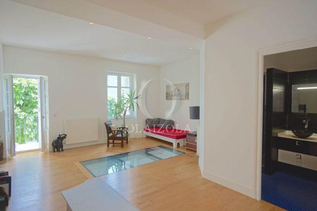 location-vacance-biarritz-centre-ville-renove-balcon-terrasse-plage-a-pied-jardin-public-ensoleillee-018