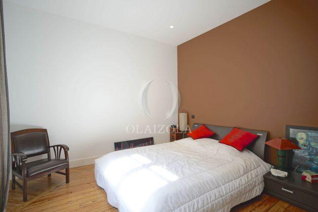 location-vacance-biarritz-centre-ville-renove-balcon-terrasse-plage-a-pied-jardin-public-ensoleillee-024