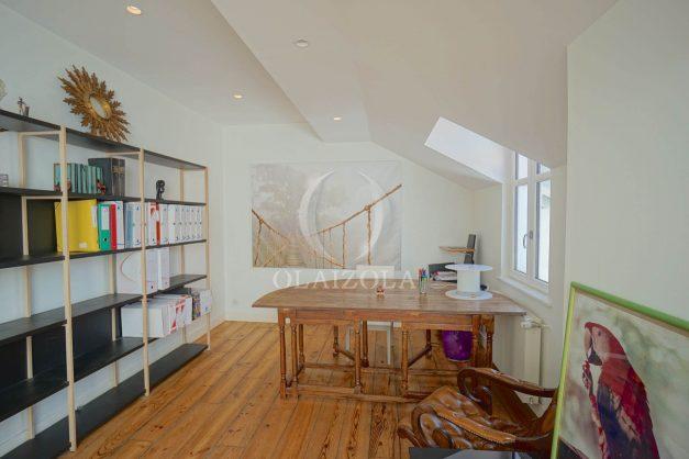location-vacance-biarritz-centre-ville-renove-balcon-terrasse-plage-a-pied-jardin-public-ensoleillee-027