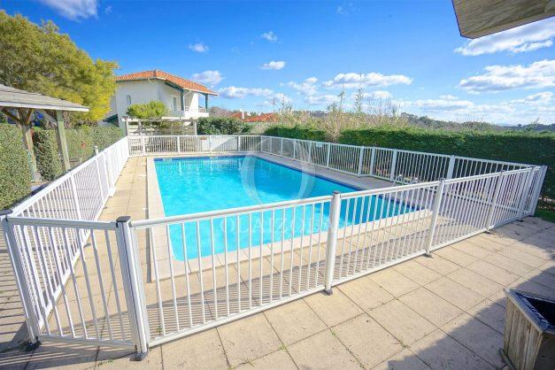 location-vacances-T2-1er etage-terrasse-piscine-parking-Biarritz-ilbarritz-milady-plage-a-pied-001
