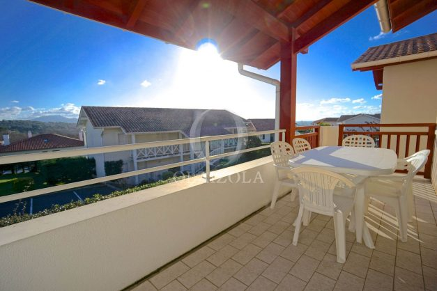 location-vacances-T2-1er etage-terrasse-piscine-parking-Biarritz-ilbarritz-milady-plage-a-pied-002