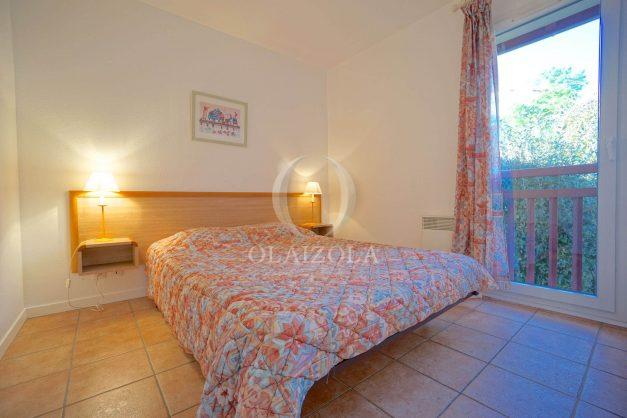 location-vacances-T2-1er etage-terrasse-piscine-parking-Biarritz-ilbarritz-milady-plage-a-pied-006